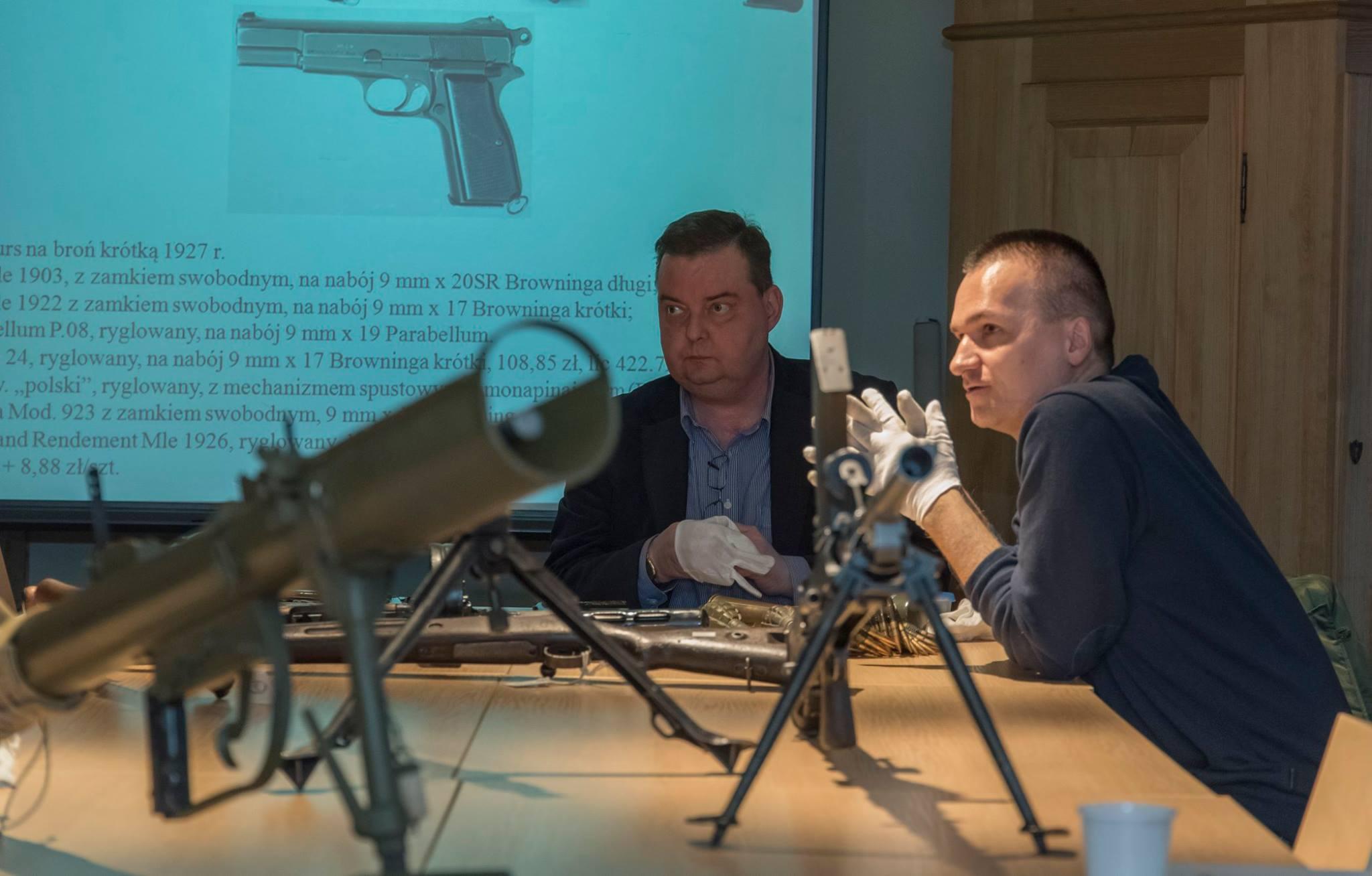 Wolontariusze-przewodnicy Muzeum Powstania Warszawskiego